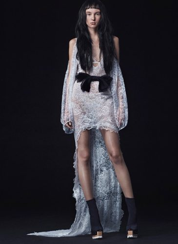 2015_bridescom-runway-october-vera-wang-wedding-dresses-fall-2016-large-vera-wang-wedding-dresses-fall-2016-002