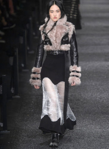 elle-pfw-fw17-collections-alexander-mcqueen-26-imaxtree_1