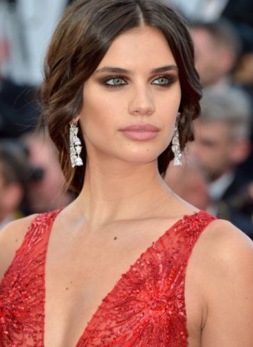 hbz-cannes-beauty-sara-sampaio-gettyimages-684207624-1495044972