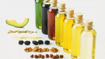 THE BEST NATURAL OILS YOUR SKIN NEEDS