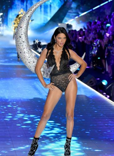 adriana-lima-walks-the-runway-during-the-2018-victorias-news-photo-1059398148-1541732968