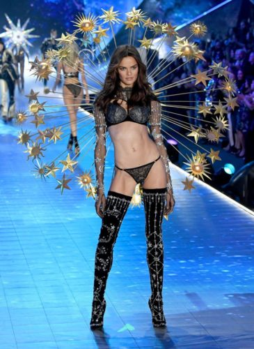 barbara-fialho-walks-the-runway-during-the-2018-victorias-news-photo-1059371550-1541733468