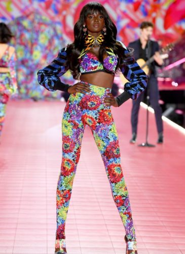 duckie-thot-walks-the-runway-during-the-2018-victorias-news-photo-1059371698-1541731927