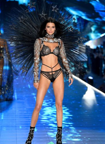 hbz-vs-fashion-show-2018-kendall-jenner-gettyimages-1059370280