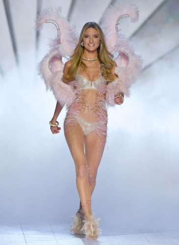 martha-hunt-walks-the-runway-during-the-2018-victorias-news-photo-1059370574-1541732385